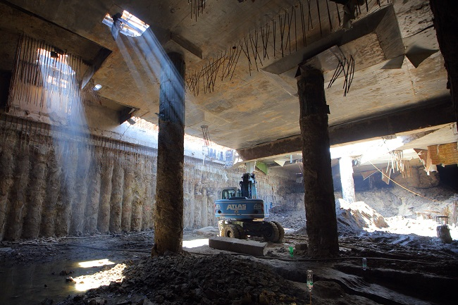 Археологічні розкопки на Поштовій площі в Києві