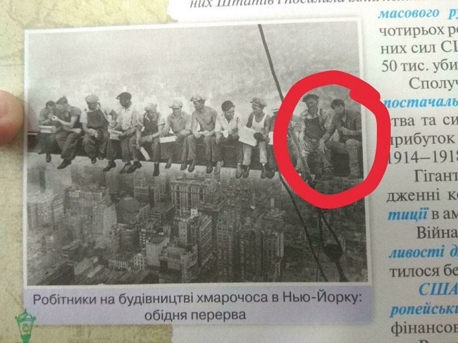 Грустный Киану Ривз попал в украинский учебник за 10 класс (фотоказус)