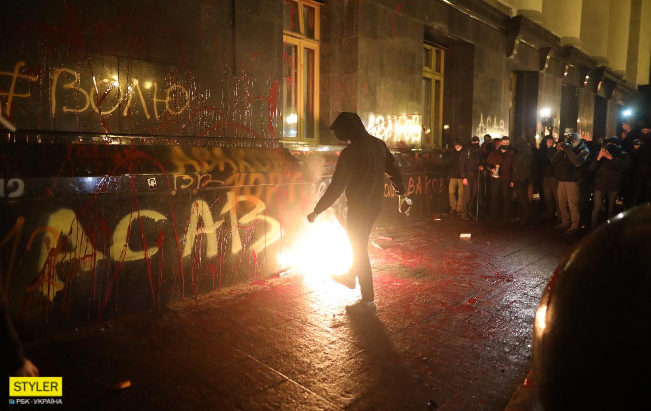 """На митинге за Стерненко """"разнесли"""" ОП: как выглядит здание сейчас (фото)"""