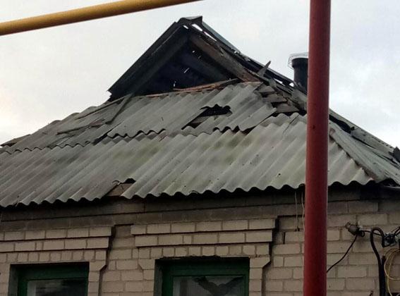 ВАвдеевке снаряды боевиков разрушили жилые дома