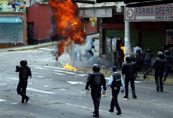 Военные Венесуэлы заверили Мадуро в«безусловной лояльности» накануне протестов