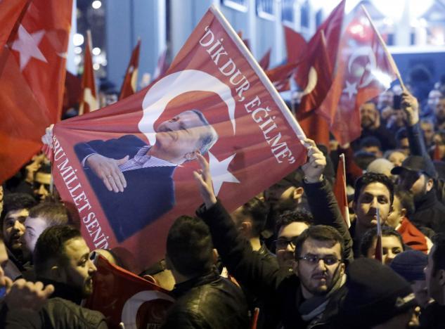 Беспорядки вРоттердаме: сторонники Эрдогана отомстили заЧавушоглу иКайю