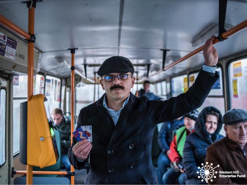 мэр Житомира Сухомлин наклеил усы и поехал в троллейбусе