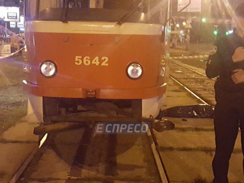 ВКиеве трамвай сбил женщину с сыном, мальчик умер