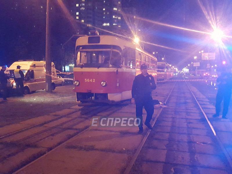 ВКиеве трамвай сбил женщину с сыном