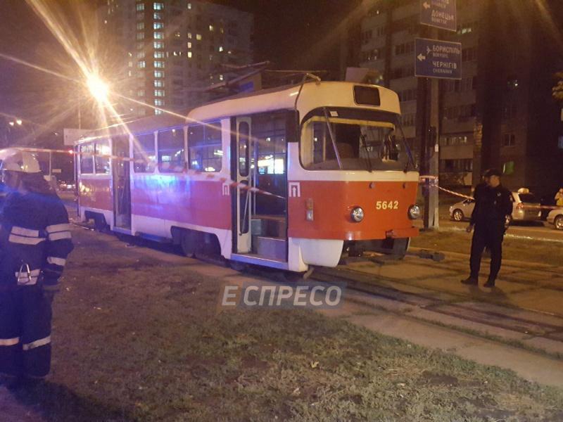 ВКиеве трамвай насмерть сбил мать с сыном