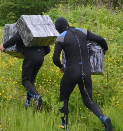 """На границе с Румынией задержали """"контрабандистов-водолазов"""", которые пытались переправить сигареты через Тису - Цензор.НЕТ 9387"""