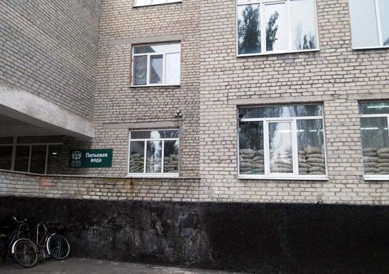В Марьинке боевики ночью обстреляли школу, где обучаются более 150 детей