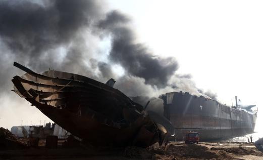 ВПакистане взорвался нефтяной танкер, погибли 10 человек