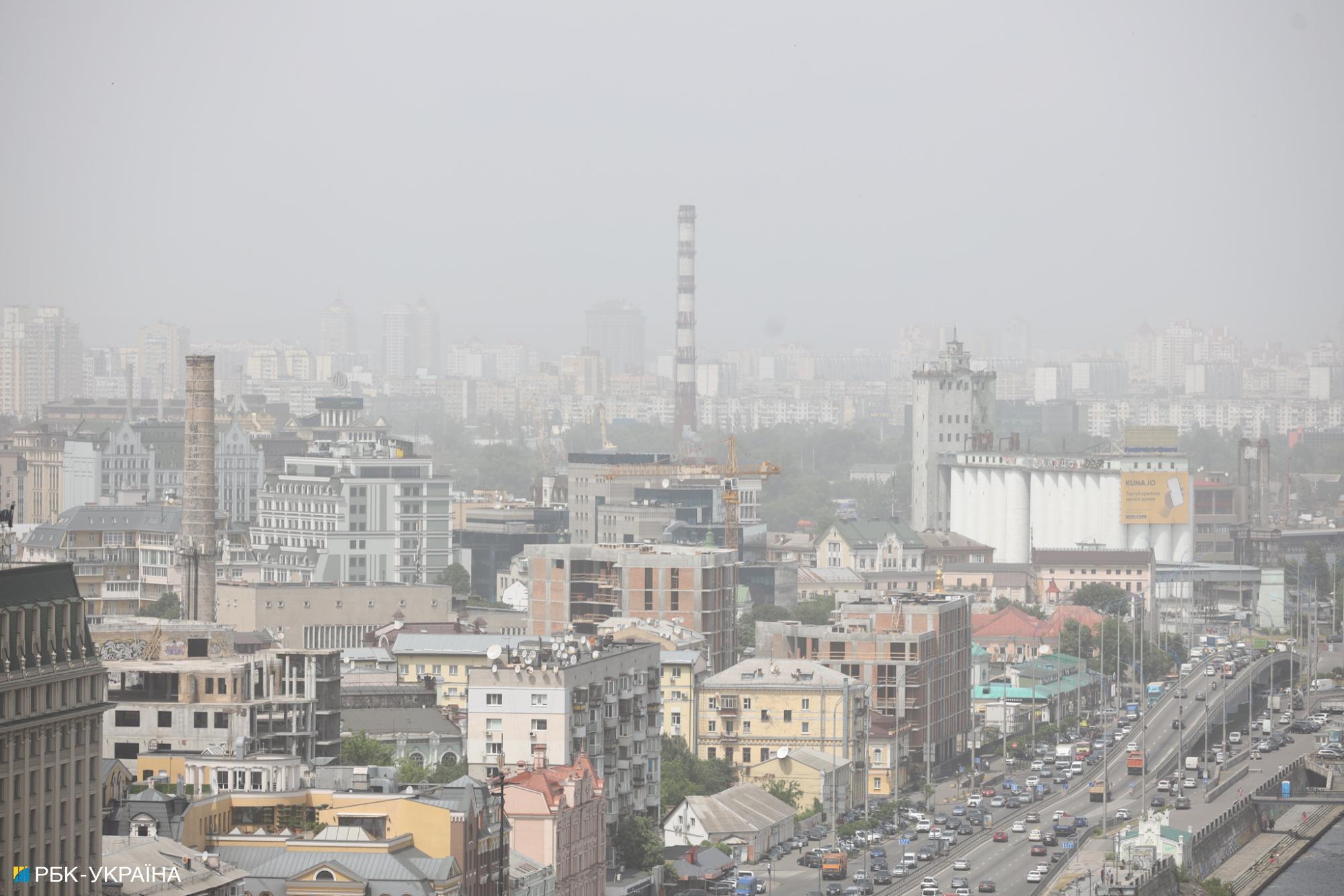 Киев накрыла песчаная буря: ее видно из космоса (фото)