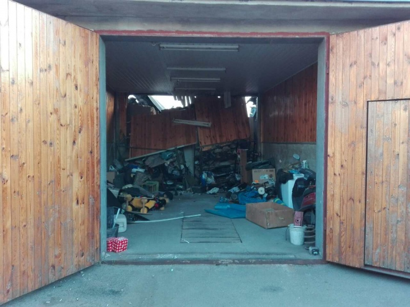 Настоличной Троещине произошел мощнейший взрыв: Под завалами гаража оказался мужчина