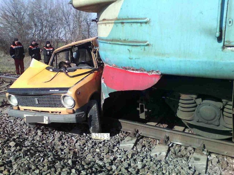 ВЗапорожской области поезд въехал в«Жигули»: шофёр ВАЗа умер наместе