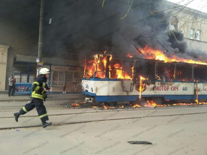 ВЗапорожье наостановке зажегся трамвай