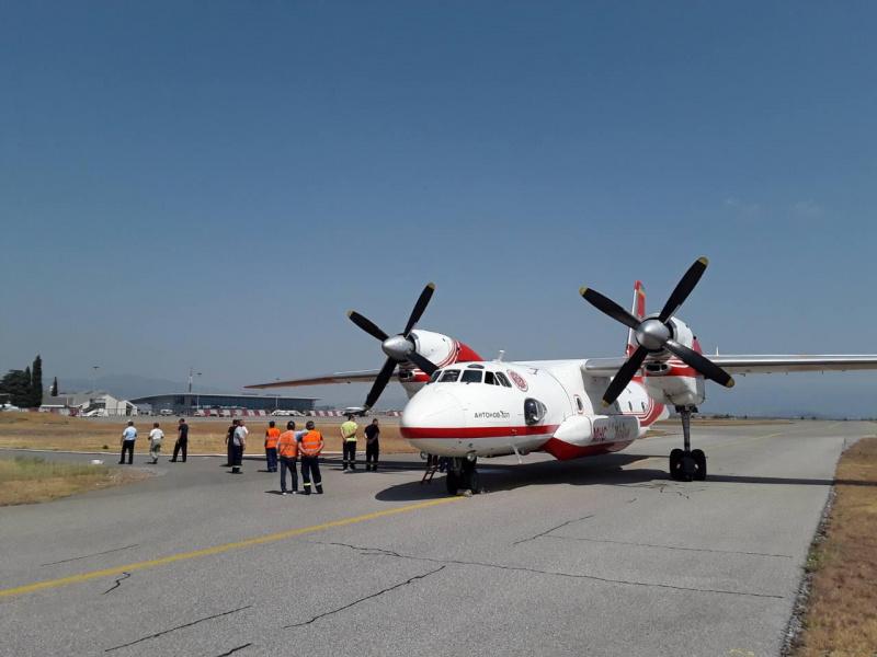 Наша авіація гасить лісову пожежу уЧорногорії