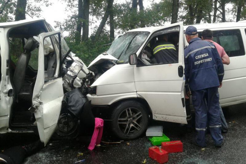 ВХарьковской области столкнулись два микроавтобуса: необошлось без жертв