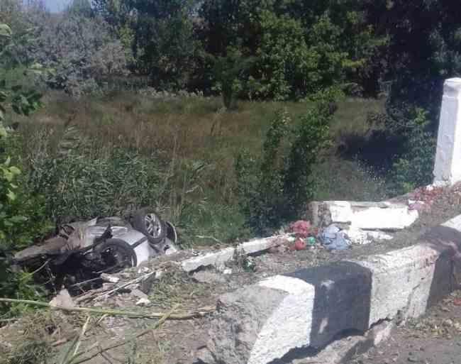 В Одесской области автомобиль слетел с моста, есть погибшая