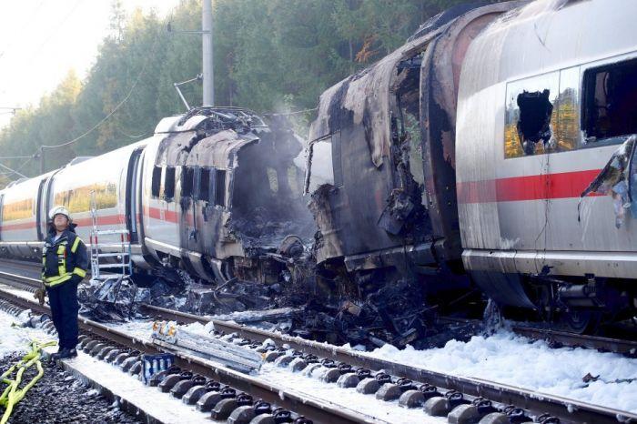 В Германии на ходу сгорелскоростныйпоезд