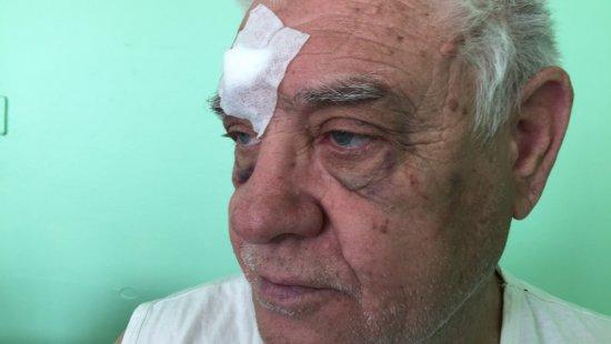 Полицейский избил пенсионера в трамвае: детали происшествия в Харькове