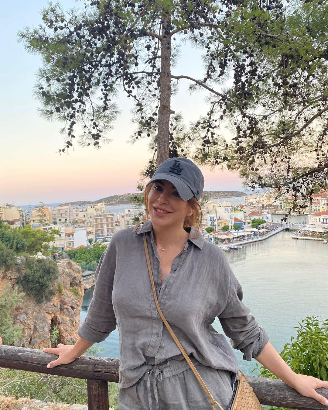 Φίλος: Η Άνι Λοράκ και η ενήλικη κόρη της είναι διακοπές στην Ελλάδα