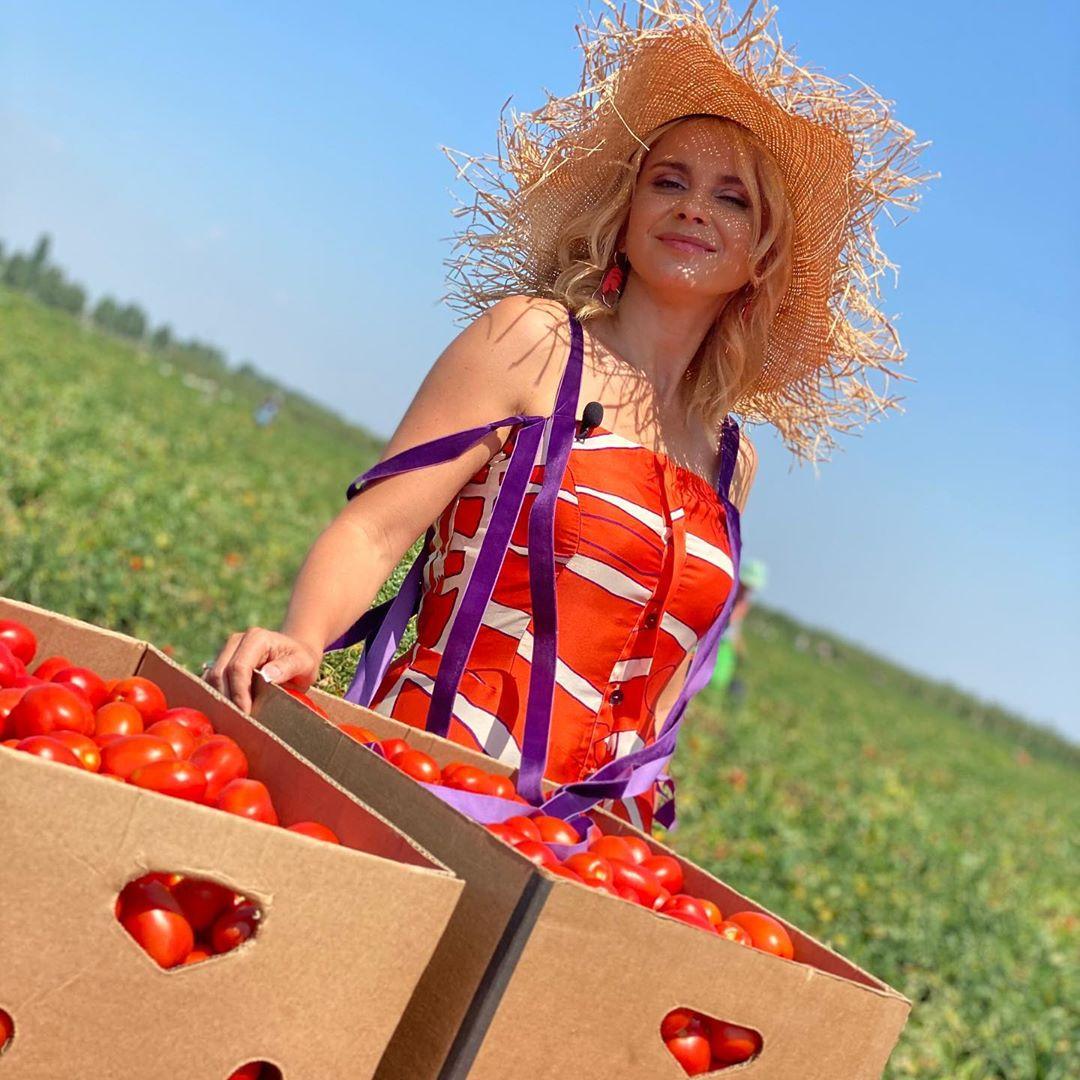 Tomato Goddess: Лилия Ребрик в ярком летнем образе подняла провокационную тему