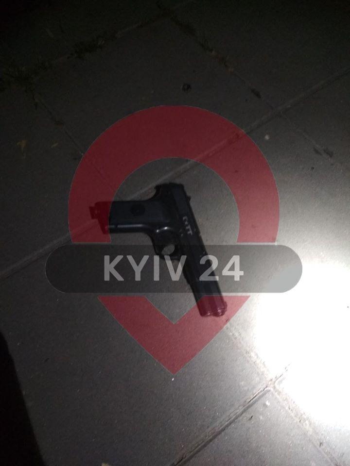 В Киеве ребенок стрелял в человека из пистолета: подробности ЧП