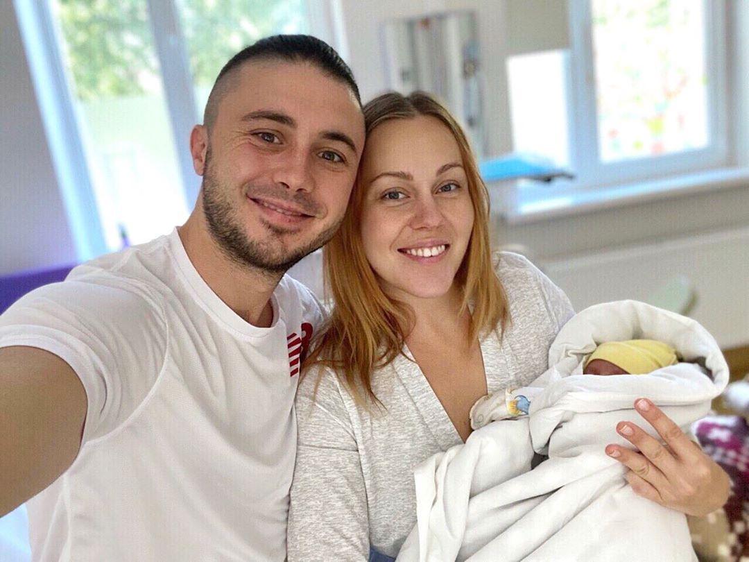 ALYOSHA в третий раз стала мамой: первое фото и имя малышки