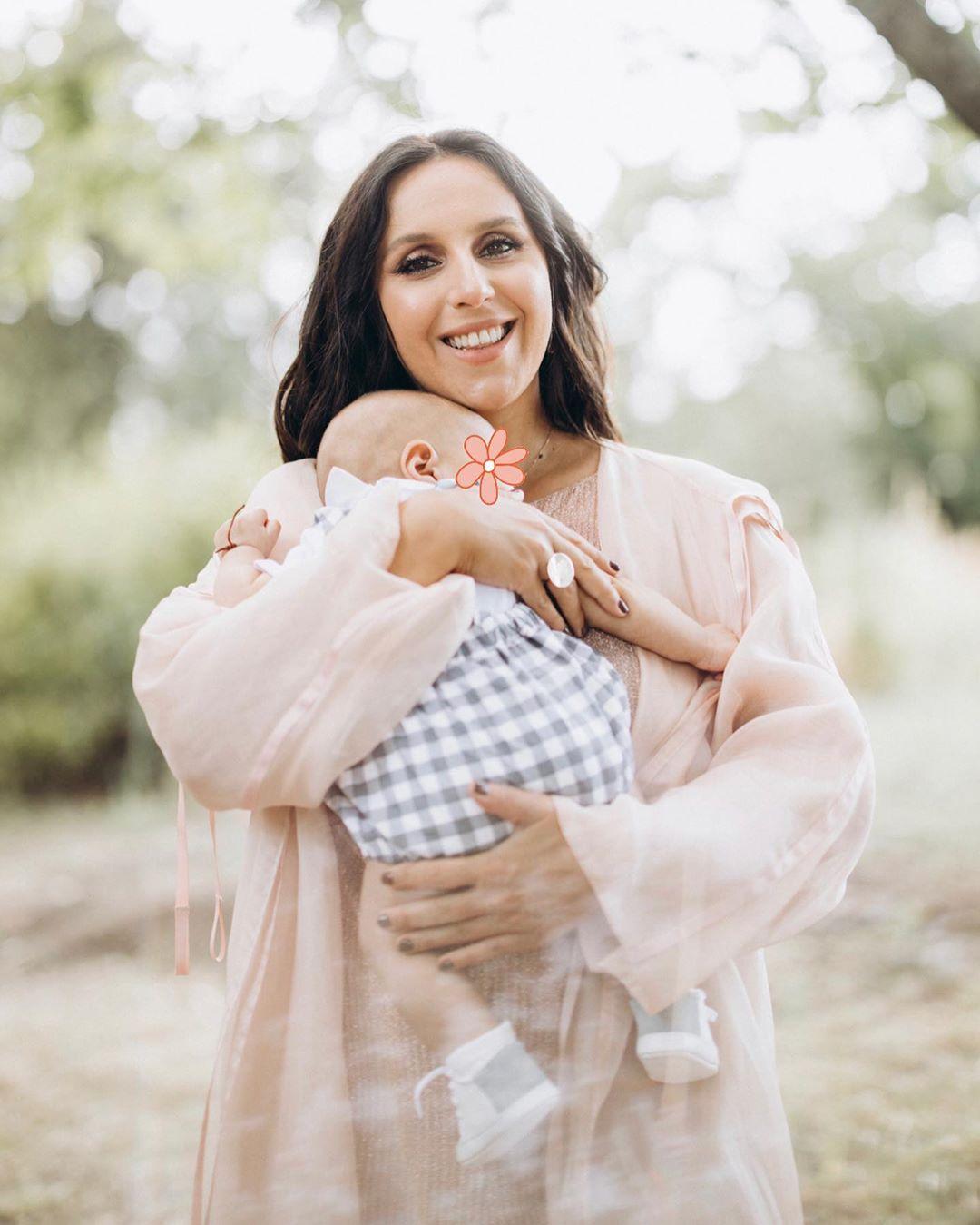 Материнство їй до лиця: Джамала зворушила ніжними кадрами з чоловіком і синами