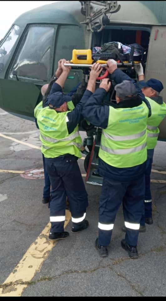 Доставляли в лікарню на вертольоті: на Донбасі дитина стала жертвою домашньої тварини