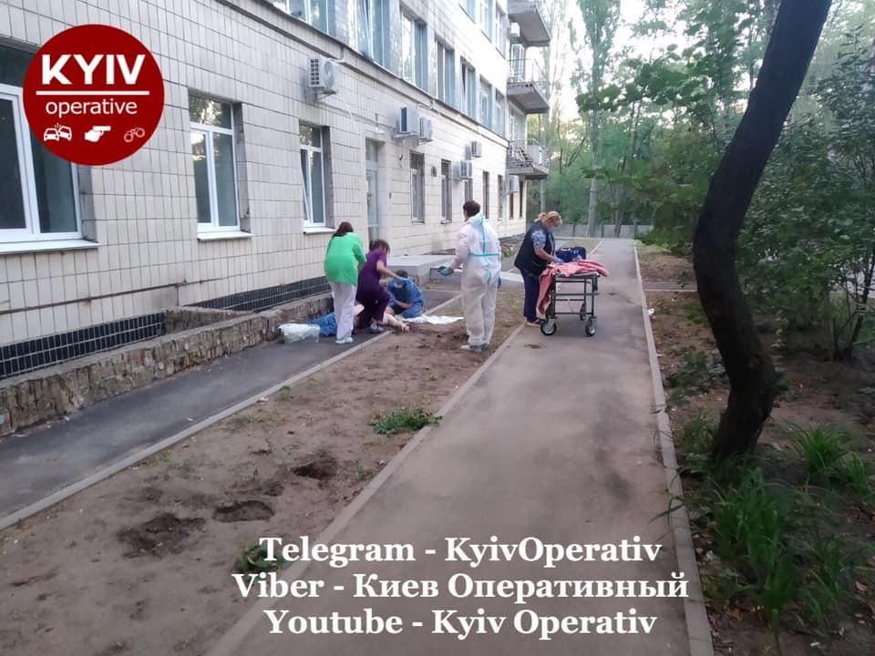В киевской больнице массово выпрыгивают из окон: там лечат от COVID-19