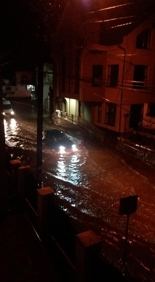 В Карпатах город превратился в Венецию: казалось, это конец света