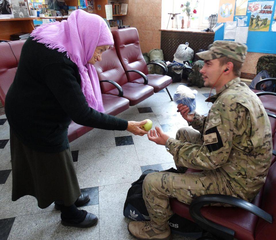 Померла бабуся Люда, яку знали всі українські військові: волонтерила до останніх днів