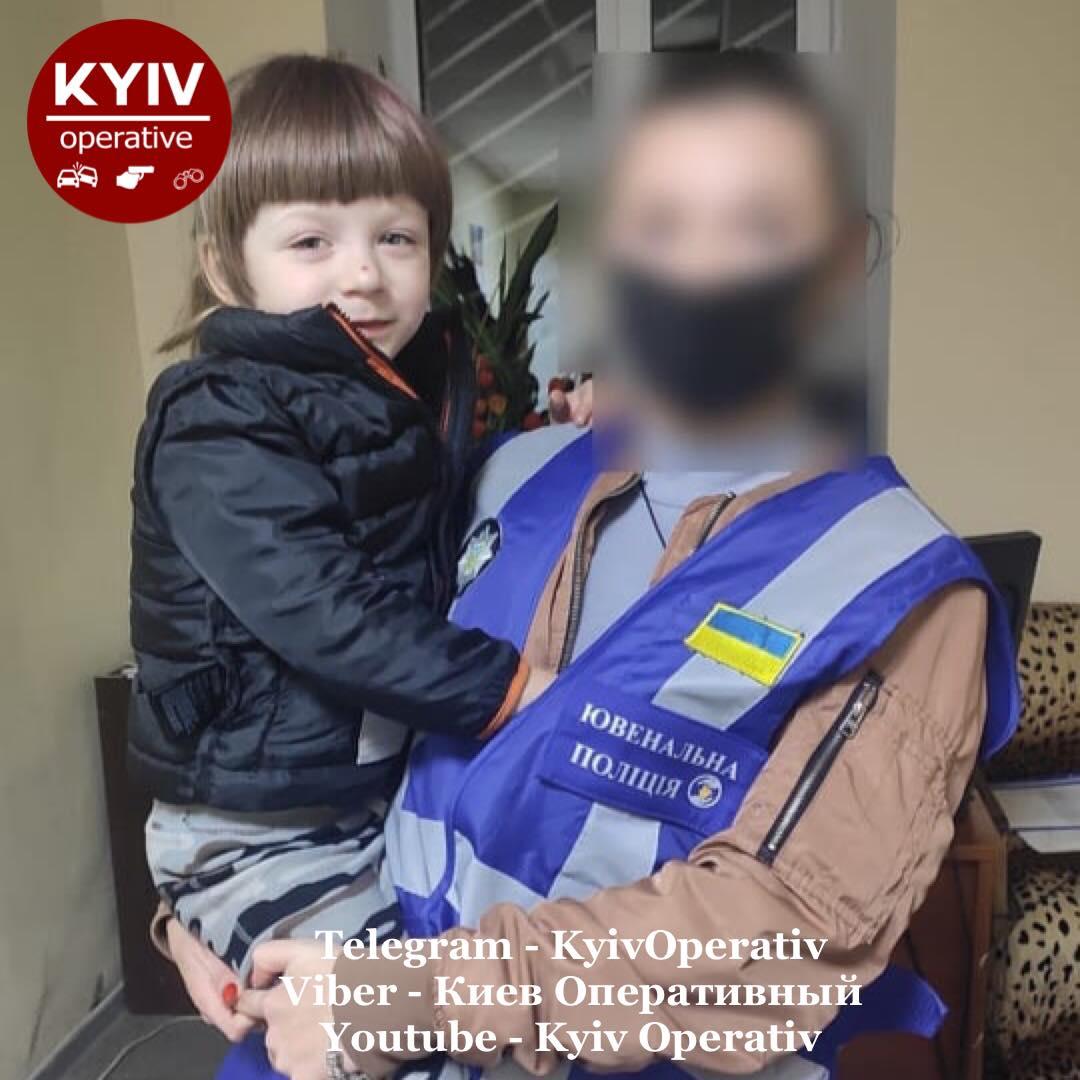 В Киеве родители бросили в парке свою 5-летнюю дочь: просто не вернулись