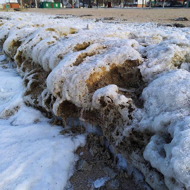 Азовское море сковали плотные льды: завораживающие фото