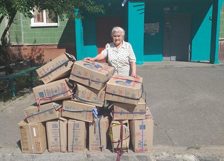 87-летняя бабушка восхитила украинцев: сшила для воинов 10 тысяч пар теплых рукавиц