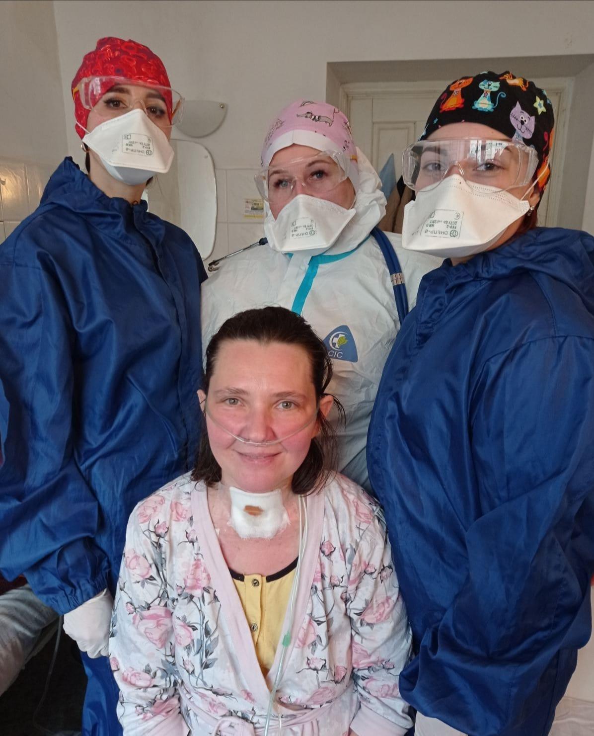 У Львові лікарі врятували дружину священика з 90% ураженням легень