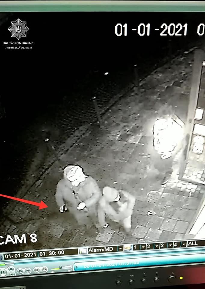 """У центрі Львова п'яний """"Санта Клаус"""" влаштував стрілянину (фото)"""