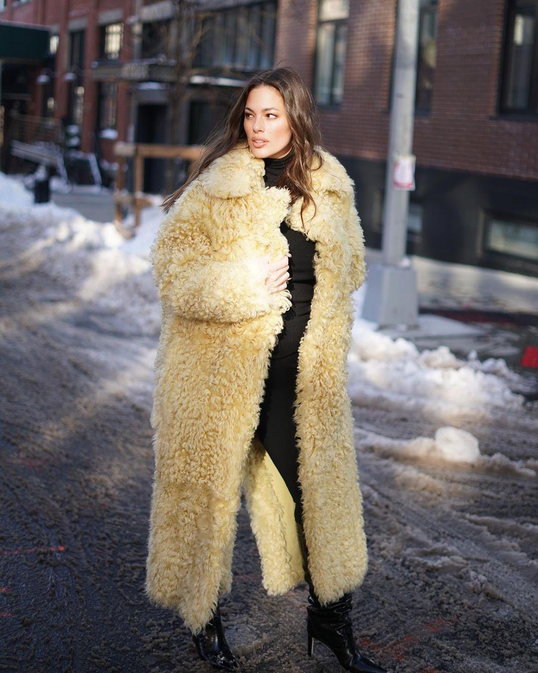 Безупречна с головы до ног: Эшли Грэм в стильном образе покорила роскошным телом