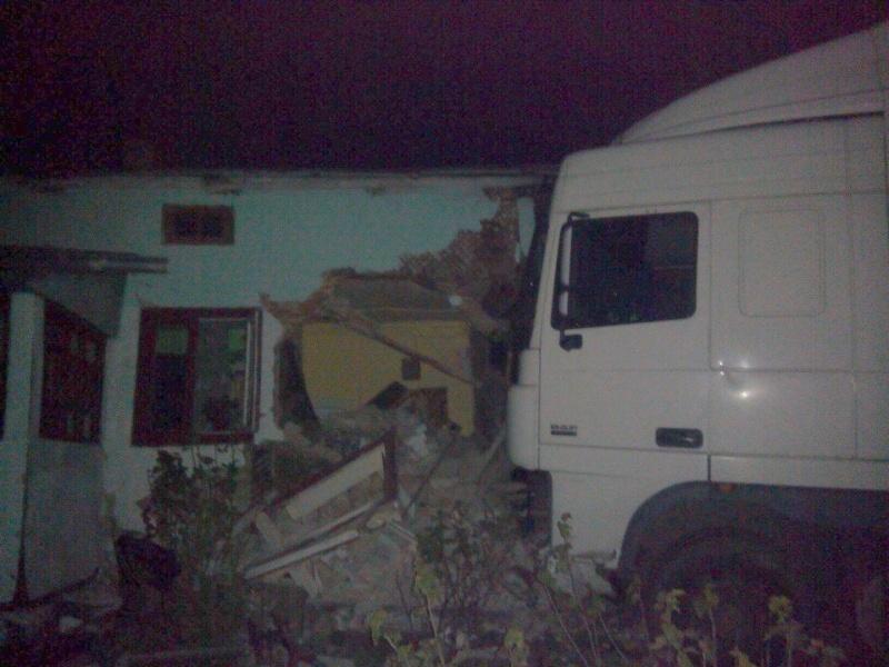 На трассе Киев-Чоп фура разнесла жилой дом. Опубликованы фото