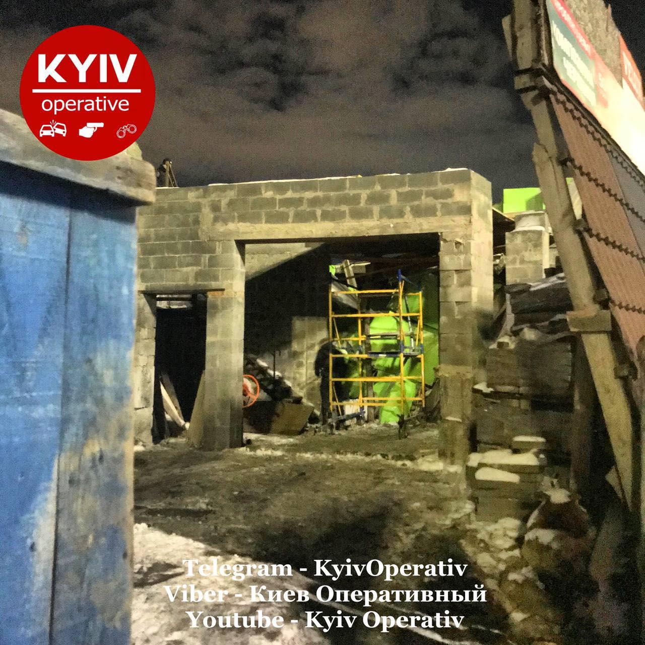 В Киеве произошел обвал на стройке с людьми внутри: что случилось