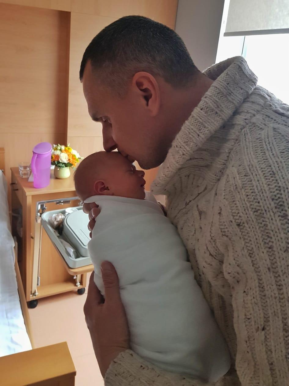 Олег Сенцов стал отцом в третий раз: экс-узник Кремля показал трогательное фото