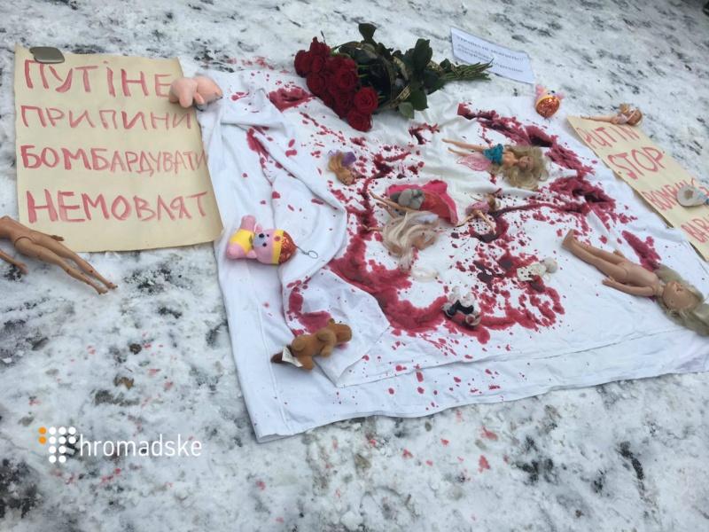 ВКиеве пикетируют посольствоРФ: против бомбардировок Алеппо