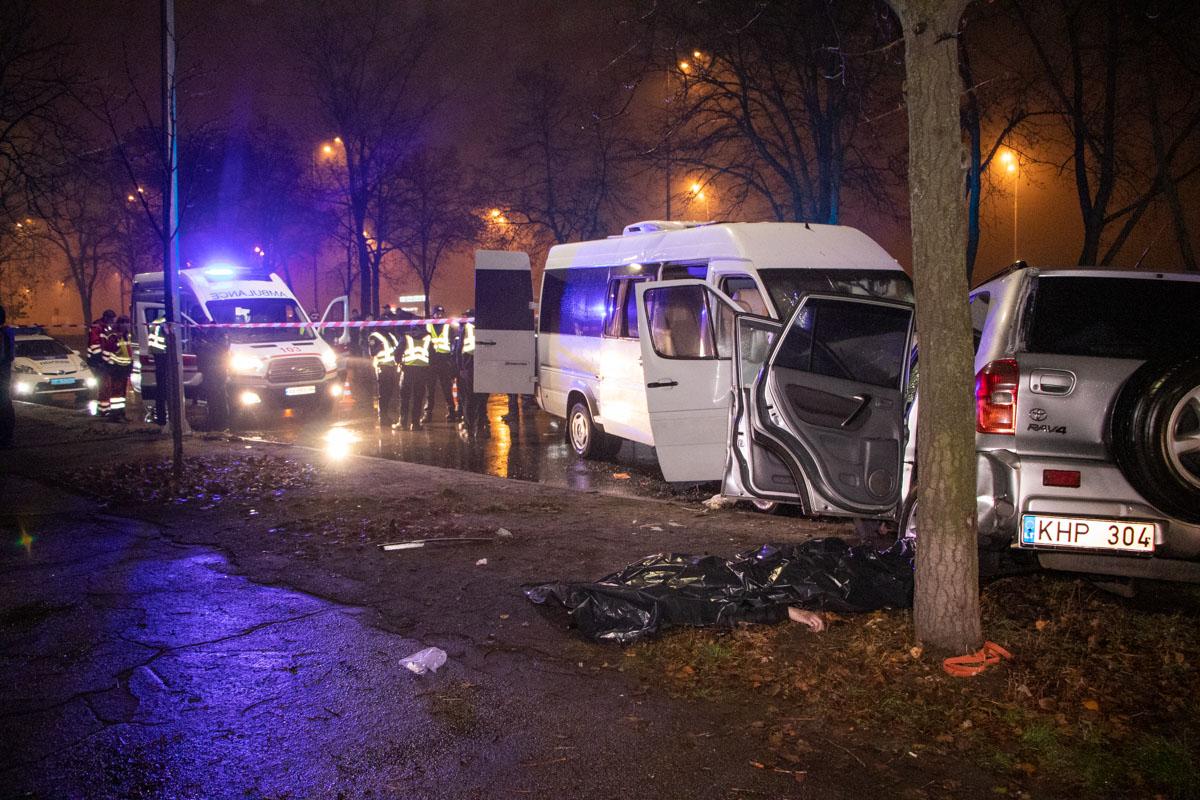 В Киеве произошло страшное ДТП с маршруткой: погибли люди