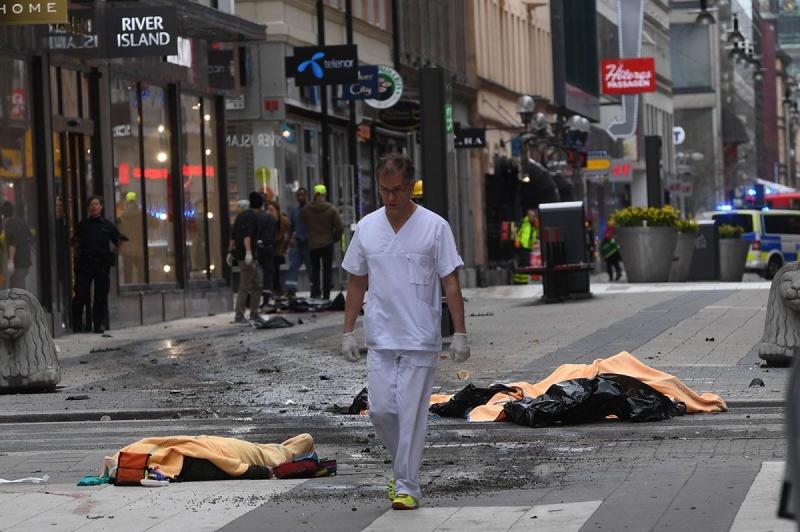 Число погибших при теракте вСтокгольме возросло до4 человек, госпитализированы вбольницу 15