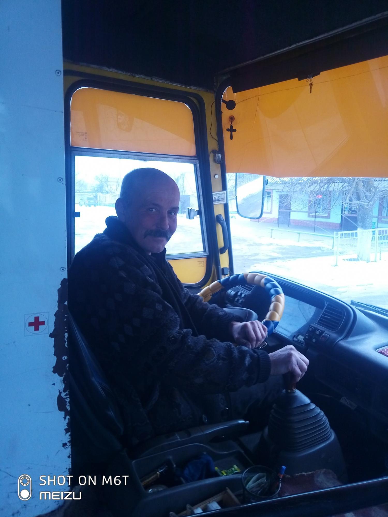 В Херсоне маршрутчик возит отличников бесплатно, чтобы повысить успеваемость в школе