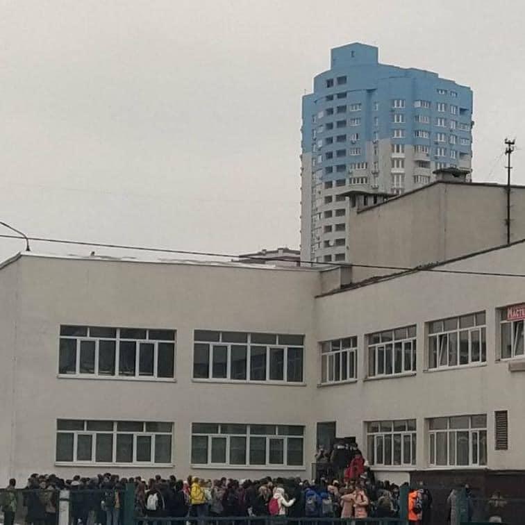 У київській школі розпорошили газовий балончик: дітей евакуювали