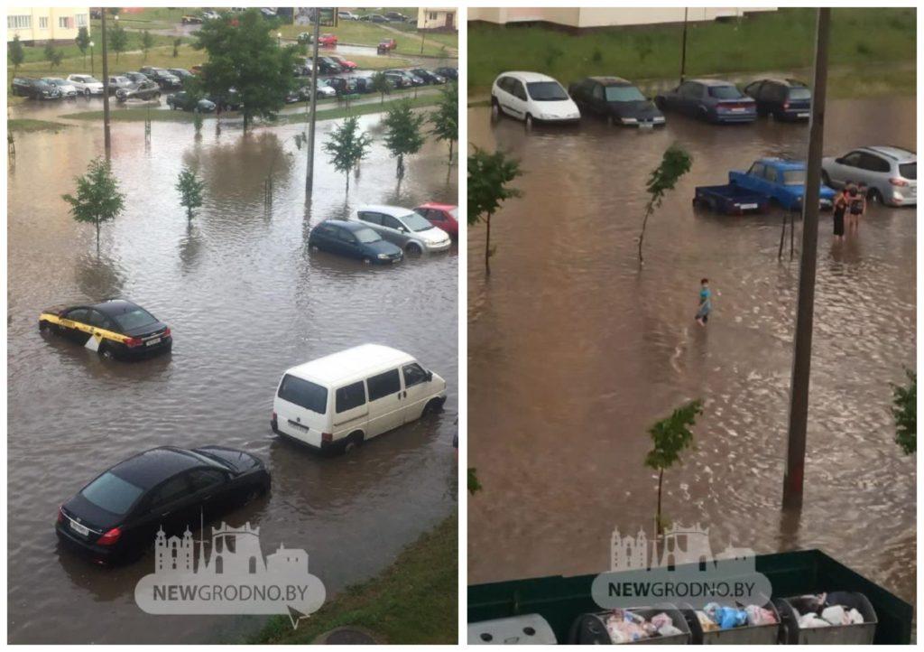 Беларусь накрыл ливень. Затоплены улицы, люди плавают на матрасах