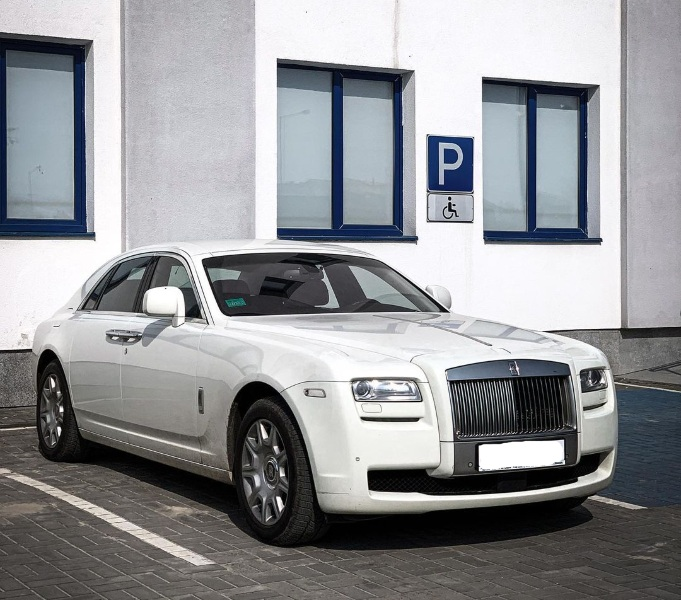 У Львові засвітився єдиний в Україні білий Rolls-Royce Ghost вартістю 10 мільйонів