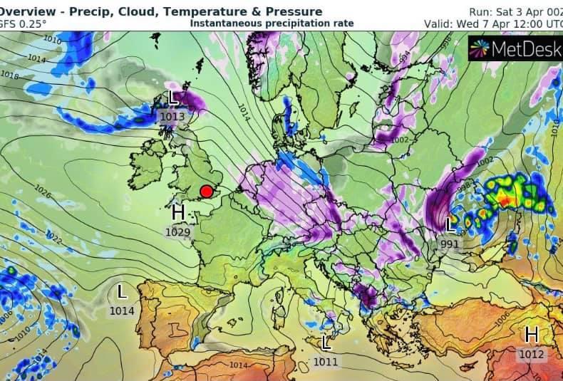 Зливи з мокрим снігом і похолодання: Україну накриє похмурою погодою