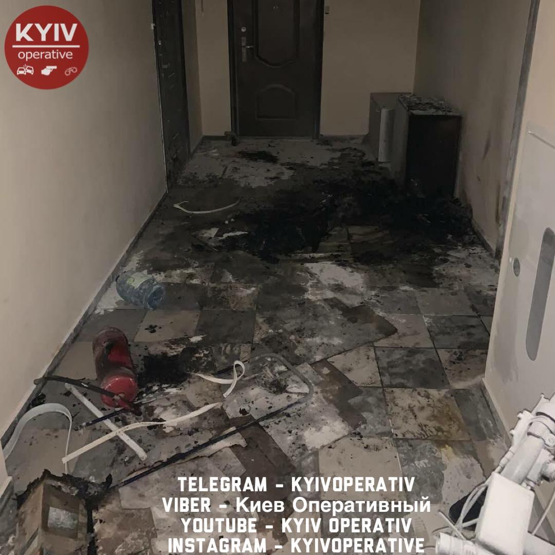 У Києві екс-депутат влаштував погром дружині: спалив машину і хотів підпалити квартиру