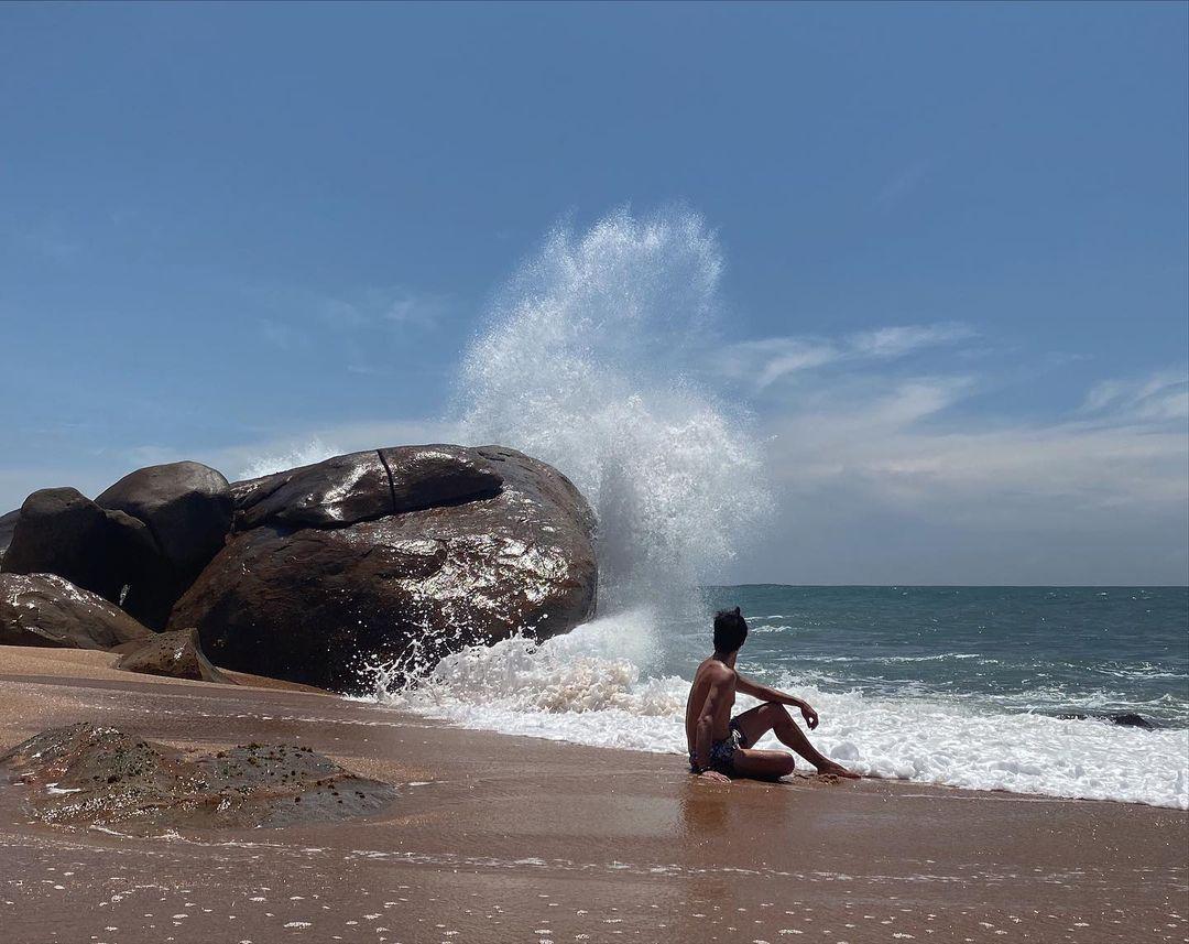 """""""Не страшно?"""" Кухар з чоловіком показали, як розважаютья на пляжі Шрі-Ланки в незвичайній компанії"""
